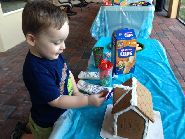2013-12-07_Bengel Gingerbread House Party 001