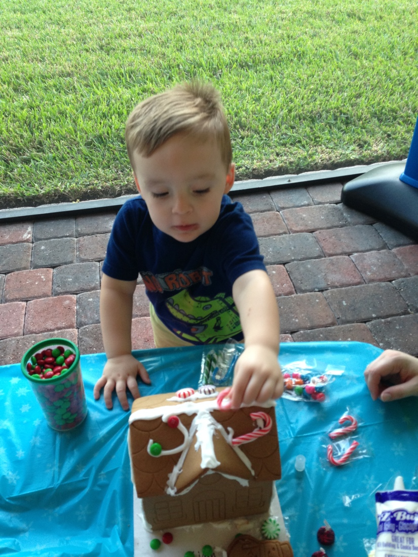 2013-12-07_Bengel Gingerbread House Party 014