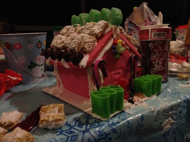 2013-12-07_Bengel Gingerbread House Party 021