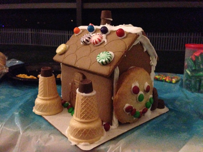 2013-12-07_Bengel Gingerbread House Party 022