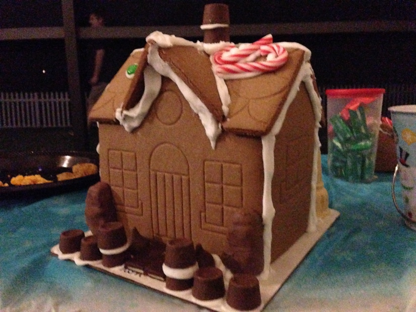2013-12-07_Bengel Gingerbread House Party 023