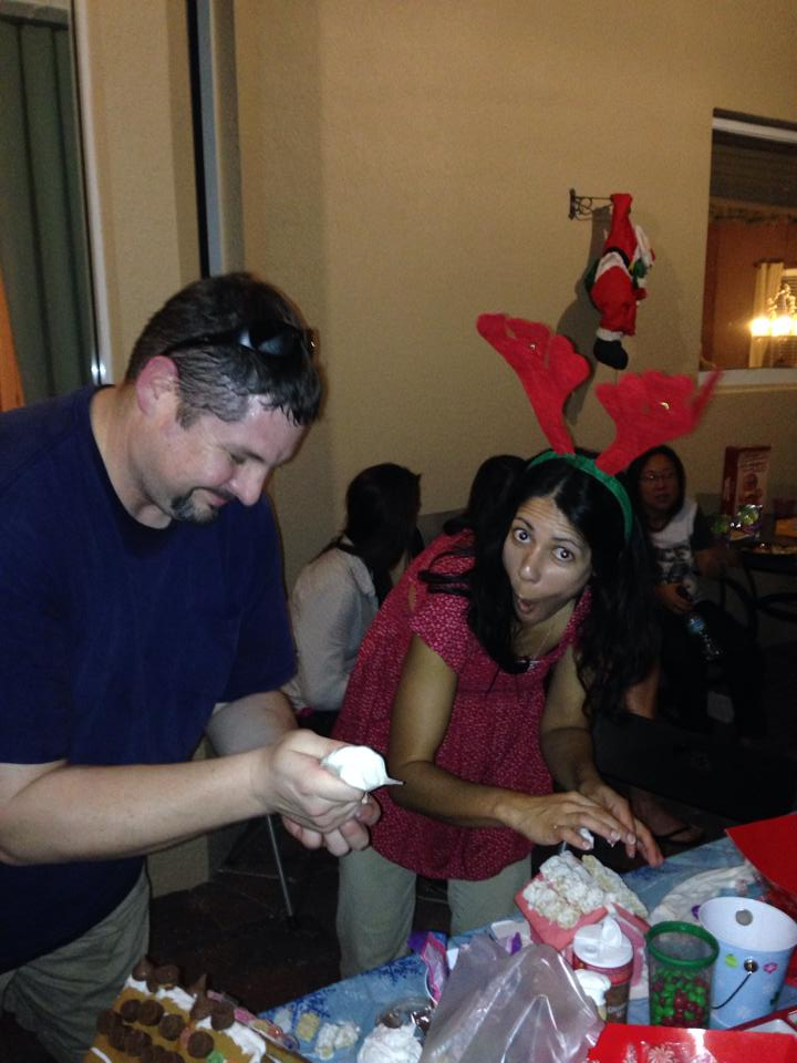 2013-12-07_Bengel Gingerbread House Party 024