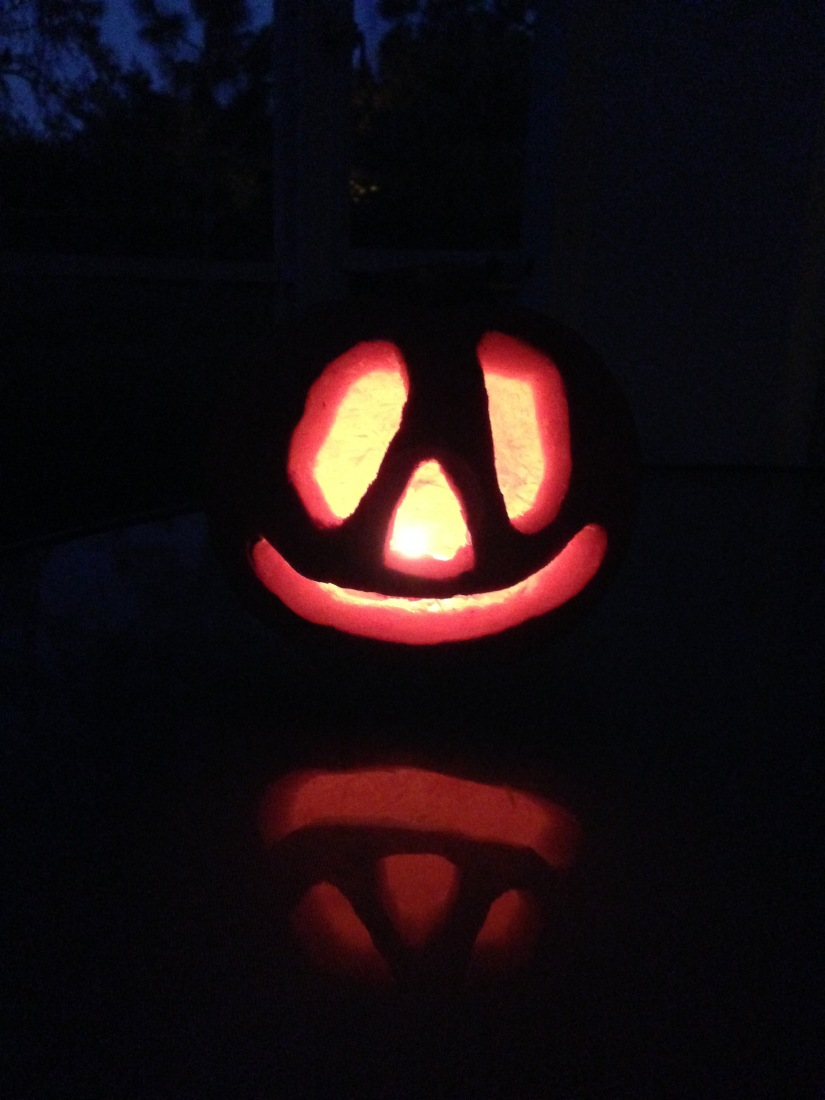 2014-10-26_pumpkin carving 9