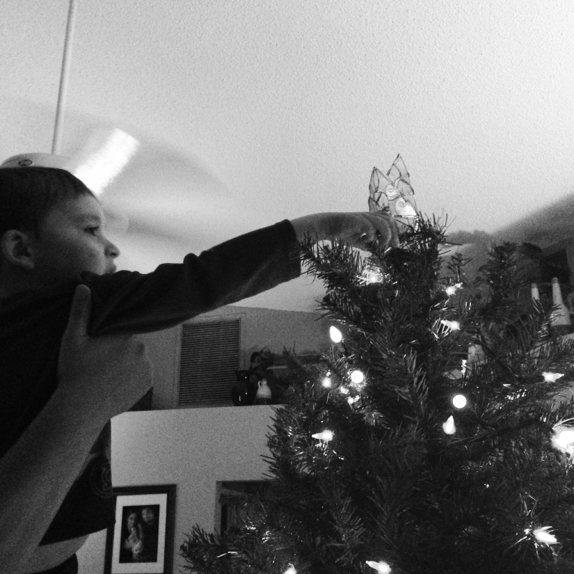2015-11-28_Placing the Star_BW